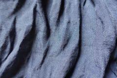 Μπλε ύφασμα βαμβακιού και πολυεστέρα στις μαλακές πτυχές Στοκ φωτογραφία με δικαίωμα ελεύθερης χρήσης
