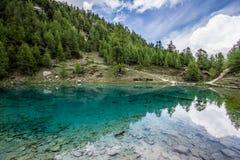 Μπλε arolla λιμνών, val δ ` herens, Λα gouille, Ελβετία Στοκ φωτογραφία με δικαίωμα ελεύθερης χρήσης