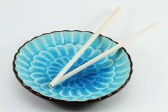 μπλε chopsticks πιάτο Στοκ φωτογραφίες με δικαίωμα ελεύθερης χρήσης