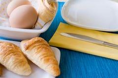 μπλε croissant ανασκόπησης στοκ εικόνες