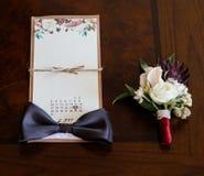 μπλε garter λουλουδιών λεπτομερειών γάμος δαντελλών Εξαρτήματα νεόνυμφων Παπούτσια, δαχτυλίδια, ζώνη, και bowt στοκ φωτογραφίες με δικαίωμα ελεύθερης χρήσης