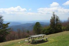 μπλε picnic κορυφογραμμή στοκ φωτογραφία με δικαίωμα ελεύθερης χρήσης