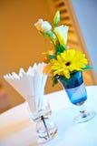 μπλε vase λουλουδιών στοκ εικόνες με δικαίωμα ελεύθερης χρήσης