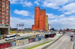 ΜΠΟΓΚΟΤΑ, ΚΟΛΟΜΒΙΑΣ - 22 ΟΚΤΩΒΡΙΟΥ, 2017: Υπαίθρια άποψη της λεωφόρου Ελ Ντοράντο στην πόλη της Μπογκοτά Στοκ φωτογραφία με δικαίωμα ελεύθερης χρήσης