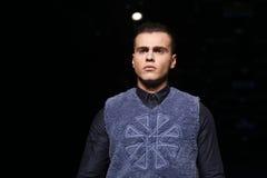 Μπορέστε στενός διάδρομος Yunus Cetinkaya στην εβδομάδα Ιστανμπούλ μόδας της Mercedes-Benz Στοκ φωτογραφίες με δικαίωμα ελεύθερης χρήσης