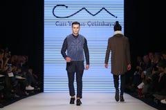 Μπορέστε στενός διάδρομος Yunus Cetinkaya στην εβδομάδα Ιστανμπούλ μόδας της Mercedes-Benz Στοκ εικόνες με δικαίωμα ελεύθερης χρήσης