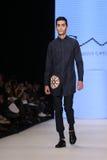 Μπορέστε στενός διάδρομος Yunus Cetinkaya στην εβδομάδα Ιστανμπούλ μόδας της Mercedes-Benz Στοκ εικόνα με δικαίωμα ελεύθερης χρήσης