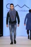 Μπορέστε στενός διάδρομος Yunus Cetinkaya στην εβδομάδα Ιστανμπούλ μόδας της Mercedes-Benz Στοκ Φωτογραφίες