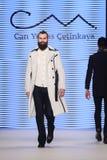 Μπορέστε στενός διάδρομος Yunus Cetinkaya στην εβδομάδα Ιστανμπούλ μόδας της Mercedes-Benz Στοκ φωτογραφία με δικαίωμα ελεύθερης χρήσης