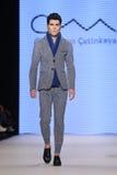 Μπορέστε στενός διάδρομος Yunus Cetinkaya στην εβδομάδα Istanb μόδας της Mercedes-Benz Στοκ Φωτογραφία