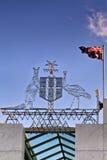 ΜΠΟΡΕΣΤΕ ουρανός σημαιών καλύψεων των όπλων Στοκ Φωτογραφίες