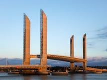 ΜΠΟΡΝΤΩ, GIRONDE/FRANCE - 18 ΣΕΠΤΕΜΒΡΊΟΥ: Νέα γέφυρα Jacque ανελκυστήρων Στοκ Εικόνα