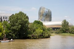 Μπορντώ, νουβέλα aquitaine/Γαλλία - 06 20 2018: Αναφέρετε du Vin γιορτάζει τα κρασιά του Μπορντώ ένα μεγάλο κεφάλαιο παγκόσμιου κ στοκ εικόνες με δικαίωμα ελεύθερης χρήσης