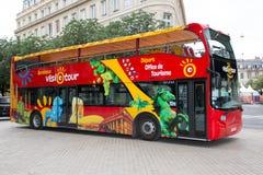 Μπορντώ, Aquitaine/Γαλλία - 06 11 2018: ένα λεωφορείο τουριστών για τις οργανωμένες περιηγήσεις ιστορικού παλαιού στοκ εικόνες