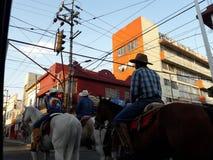 Μποτιλιαρίσματα σε μια αγροτική μητρόπολη στη δύση στοκ εικόνα με δικαίωμα ελεύθερης χρήσης