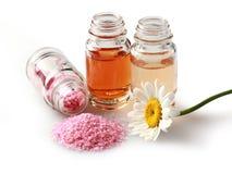 Μπουκάλια και Camomile Aromatherapy Στοκ φωτογραφία με δικαίωμα ελεύθερης χρήσης