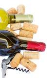 Μπουκάλια του άσπρου και κόκκινου κρασιού Στοκ εικόνα με δικαίωμα ελεύθερης χρήσης