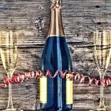 Μπουκάλι και goblets CHAMPAGNE Στοκ εικόνα με δικαίωμα ελεύθερης χρήσης