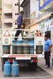 Μπουκάλια αερίου στο φορτηγό σε Banos, Ισημερινός Στοκ Εικόνες