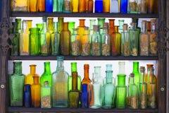 Μπουκάλια με τα διαφορετικά χρώματα Στοκ Φωτογραφίες
