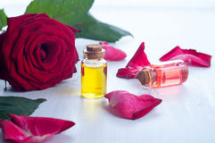 Μπουκάλια του ουσιαστικού πετρελαίου για aromatherapy Στοκ Εικόνες