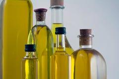 Μπουκάλια του πρόσθετου παρθένου ελαιολάδου Στοκ φωτογραφία με δικαίωμα ελεύθερης χρήσης