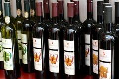 Μπουκάλια, Posip και Merlot κρασιού Στοκ φωτογραφία με δικαίωμα ελεύθερης χρήσης