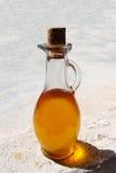 Μπουκάλι γυαλιού που βουλώνεται με Argan το πετρέλαιο Στοκ Εικόνες