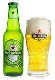 Μπουκάλι και ποτήρι της μπύρας της Heineken Pilsener στοκ εικόνες