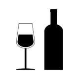 Μπουκάλι κρασιού και γυαλί κρασιού επίπεδα στο άσπρο υπόβαθρο Στοκ Εικόνα
