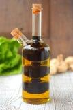 Μπουκάλι με την ελιά και το βαλσαμικό ξίδι iaslom Στοκ Εικόνες