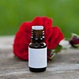 Μπουκάλι με το aromatherapy πετρέλαιο Στοκ Εικόνες