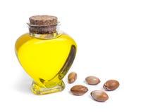Μπουκάλι με argan το πετρέλαιο καλλυντικά μέσα Τρόφιμα Απομονωμένο υπόβαθρο Στοκ φωτογραφία με δικαίωμα ελεύθερης χρήσης