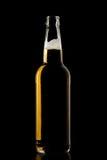 Μπουκάλι μπύρας αφρού στο Μαύρο Στοκ εικόνες με δικαίωμα ελεύθερης χρήσης