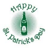 Μπουκάλι μπύρας με την εικόνα του τριφυλλιού Σύμβολο εορτασμού ημέρας του ST Patricks Στοκ φωτογραφία με δικαίωμα ελεύθερης χρήσης