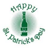 Μπουκάλι μπύρας με το φύλλο τριφυλλιού ευτυχή patricks ST ημέρας Στοκ εικόνα με δικαίωμα ελεύθερης χρήσης