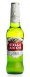Μπουκάλι της βελγικής μπύρας ξανθού γερμανικού ζύού της Στέλλα Artois Στοκ Εικόνα