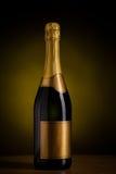 Μπουκάλι της σαμπάνιας με την κενή χρυσή ετικέτα Στοκ Εικόνες