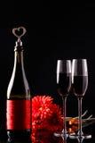 Μπουκάλι του κρασιού με τα γυαλιά Στοκ εικόνες με δικαίωμα ελεύθερης χρήσης