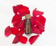 Μπουκάλι του aromatherapy πετρελαίου Στοκ φωτογραφία με δικαίωμα ελεύθερης χρήσης