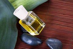 Μπουκάλι massage oil spa Στοκ εικόνα με δικαίωμα ελεύθερης χρήσης