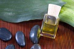 Μπουκάλι massage oil spa Στοκ φωτογραφίες με δικαίωμα ελεύθερης χρήσης