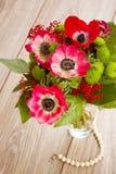 Μπουκέτο λουλουδιών των κόκκινων λουλουδιών anemone Στοκ εικόνα με δικαίωμα ελεύθερης χρήσης