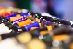 μπουκαλιών άνευ ραφής κρασί κεραμιδιών ραφιών τετραγωνικό Στοκ εικόνες με δικαίωμα ελεύθερης χρήσης