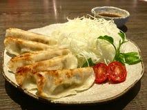 μπουλέττες που τηγανίζο ασιατικά τρόφιμα Στοκ Εικόνες