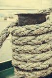 Μπουλόνι λιμενικών μαρινών με το σχοινί Στοκ Εικόνες