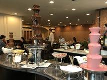 Μπουφές σοκολάτας σε Café Fleuri στο ξενοδοχείο Langham στη Βοστώνη, Μασαχουσέτη στοκ εικόνες
