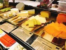 Μπουφές τυριών ποικιλίας του ξενοδοχείου Στοκ Εικόνες