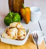 Μπουλέττες με τα τηγανισμένα κρεμμύδια και την ξινή κρέμα, ουκρανική κουζίνα στοκ φωτογραφία με δικαίωμα ελεύθερης χρήσης