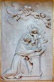 Μπολόνια - ανακούφιση του ST Anthony Padoua στην μπαρόκ εκκλησία Chiesa Corpus Christi Στοκ φωτογραφία με δικαίωμα ελεύθερης χρήσης